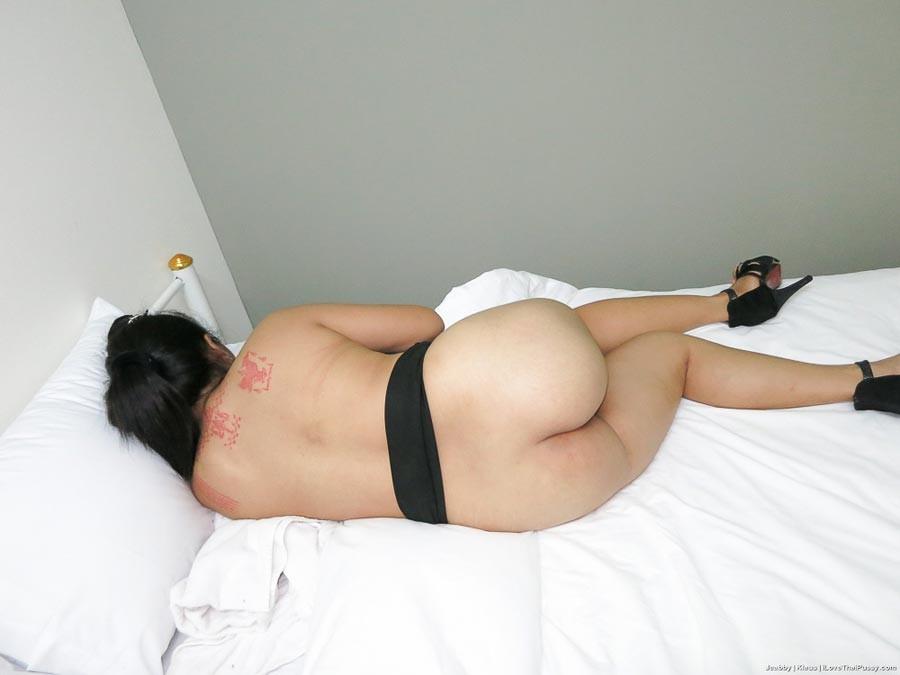 Раком паренек запихивает пенис в молоденькую тайскую проститутку