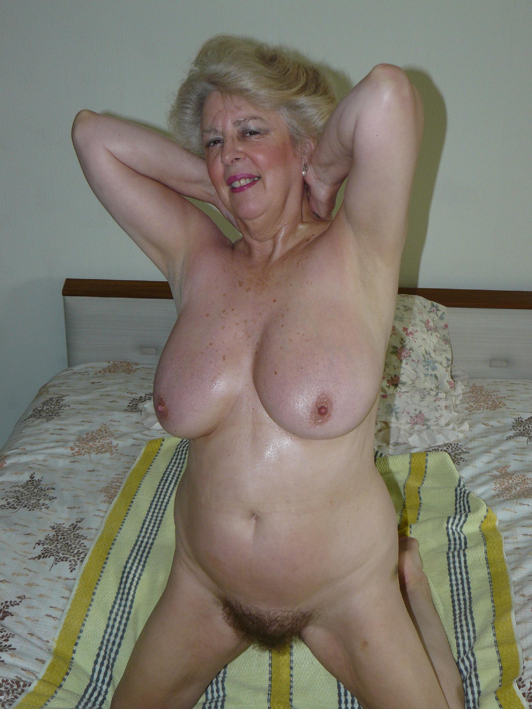 Подборка фото пожилых женщин которые не против показать рыхлую пизду