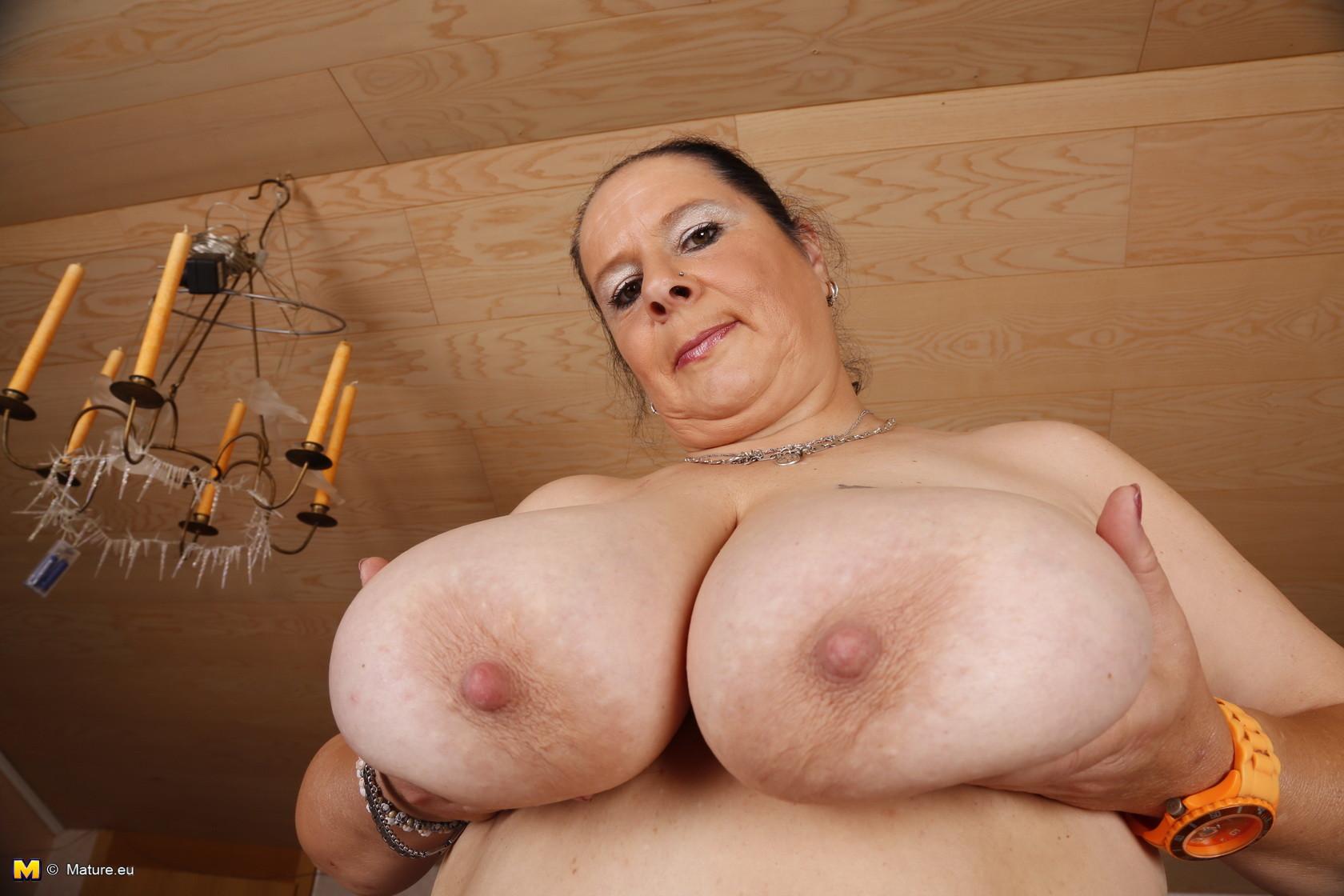 Порно с пышногрудыми мамками фото
