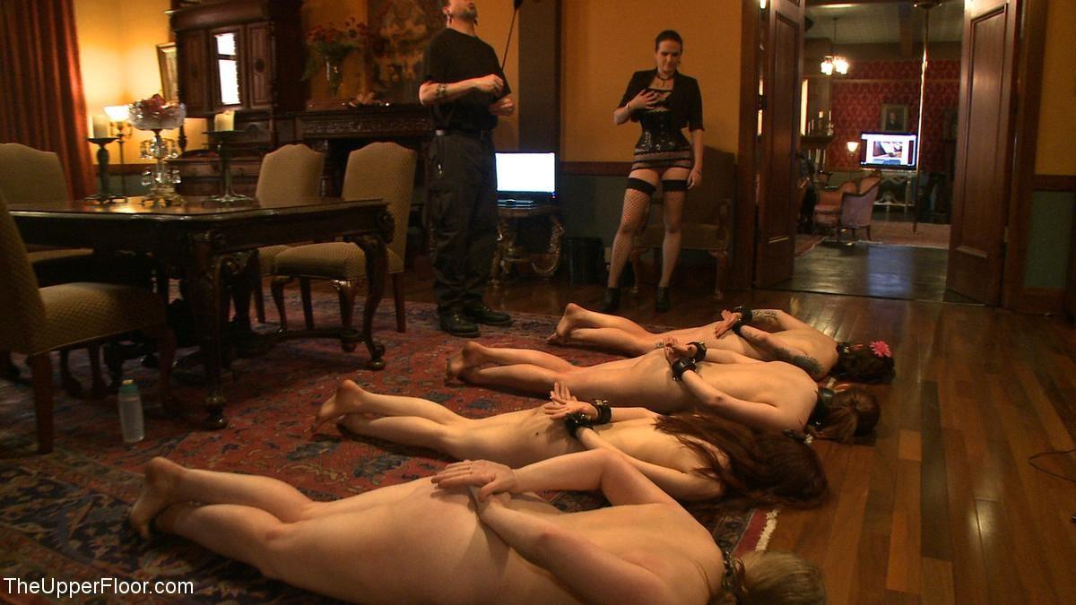 Несколько развратниц подставляют свои тела для сумасшедших испытаний и готовы вытерпеть многое