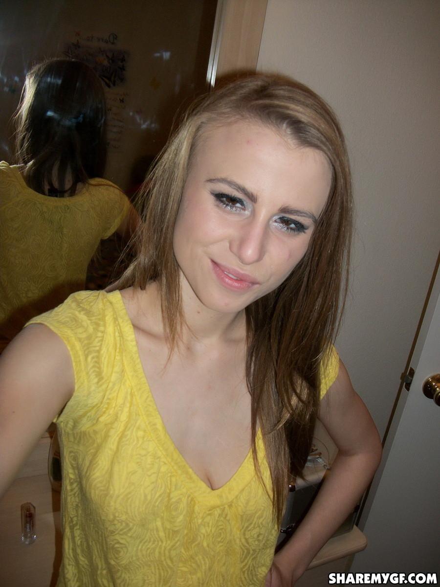 Любительские фотографии привлекательной молоденькой девчонки