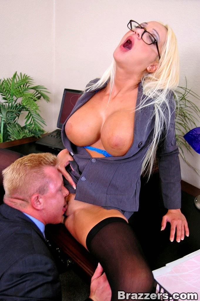 Секс с секретаршей с большими сиськами фото 45633 фотография