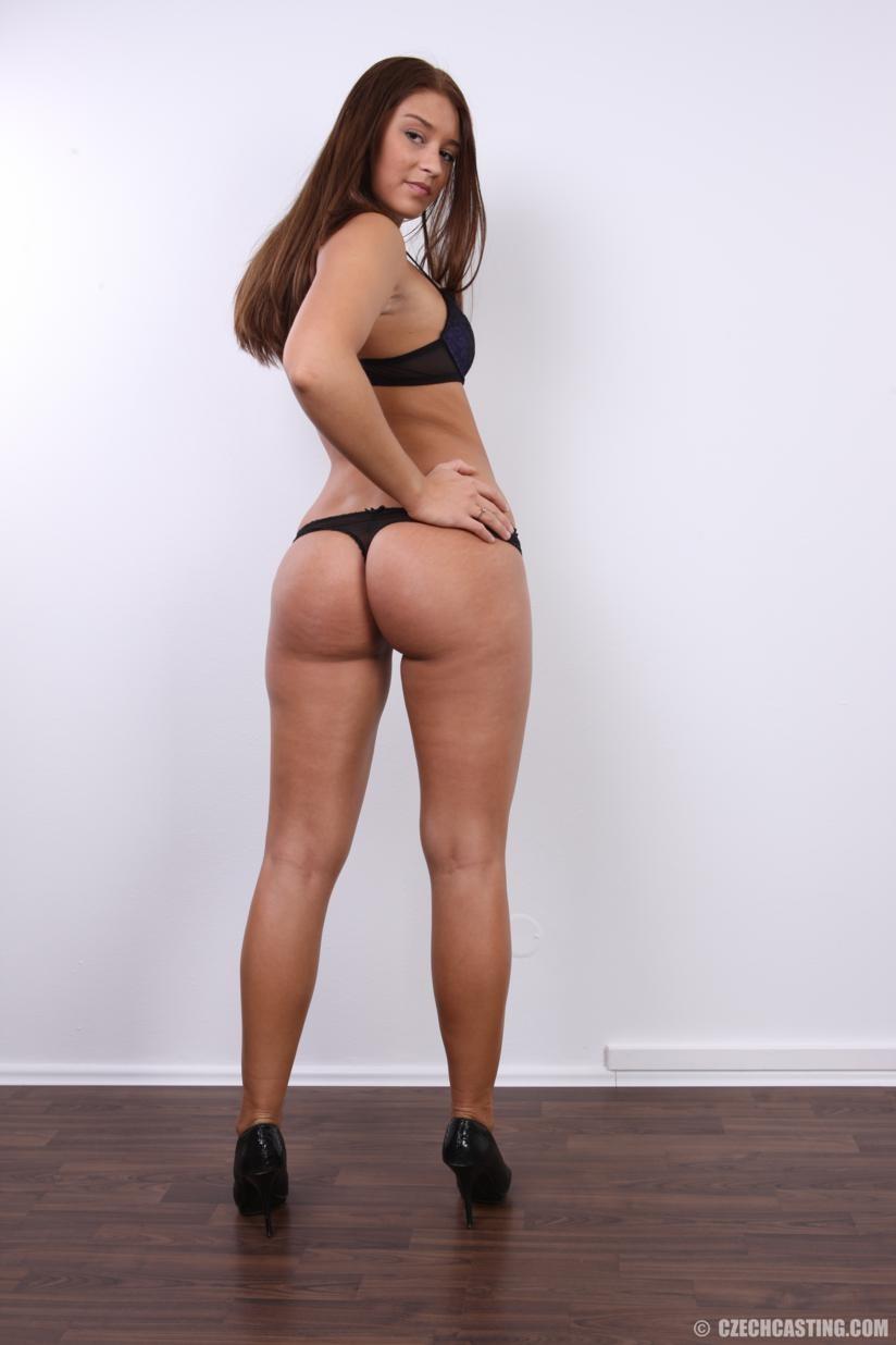 Аппетитная студентка попозировала совершенно голой для порно кастинга
