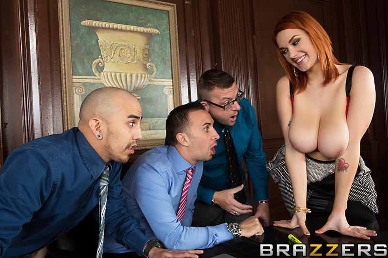 Рыжая Сири с большой грудью трахается с боссом на глазах у его партнеров по бизнесу и коллег
