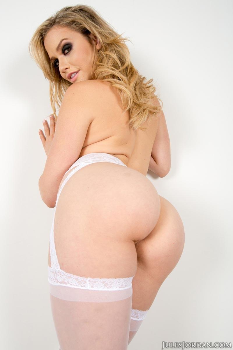 Блондинка с большой попкой видео в масле