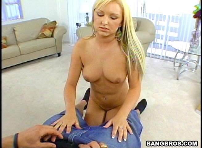 Блондинка раздевается перед мужчиной и он снимает на камеру, как она ласкает его член через одежду