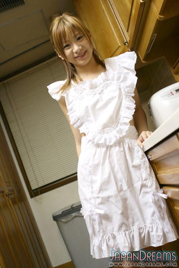 Ирука Сакано в сексуальном платье на кухне сосет мужу член