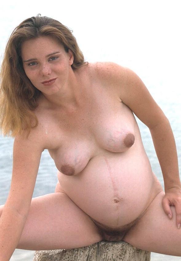 Беременные телочки раздеваются и демонстрируют свои обнаженные тела перед камерами, гордясь своим положением