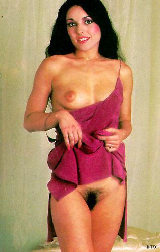 Шикарная порнозвезда обладает идеальной фигурой, которую она так умело представляет на фото