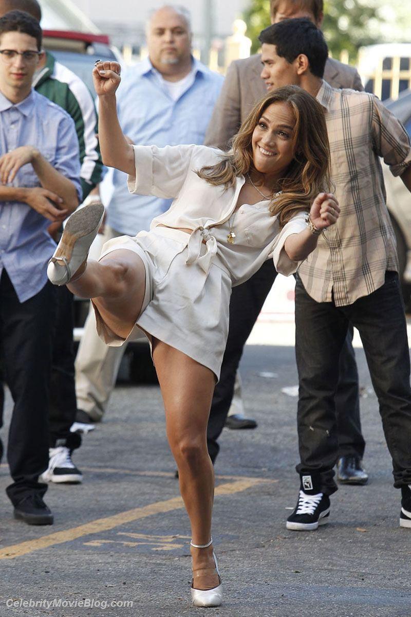 Дженнифер Лопес не брезгует большими членами и с удовольствием слизывает сперму с лица