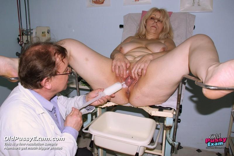 Милена уже в зрелом возрасте, но всё же приходит на осмотр к гинекологу и оказывается удивлена его отношением