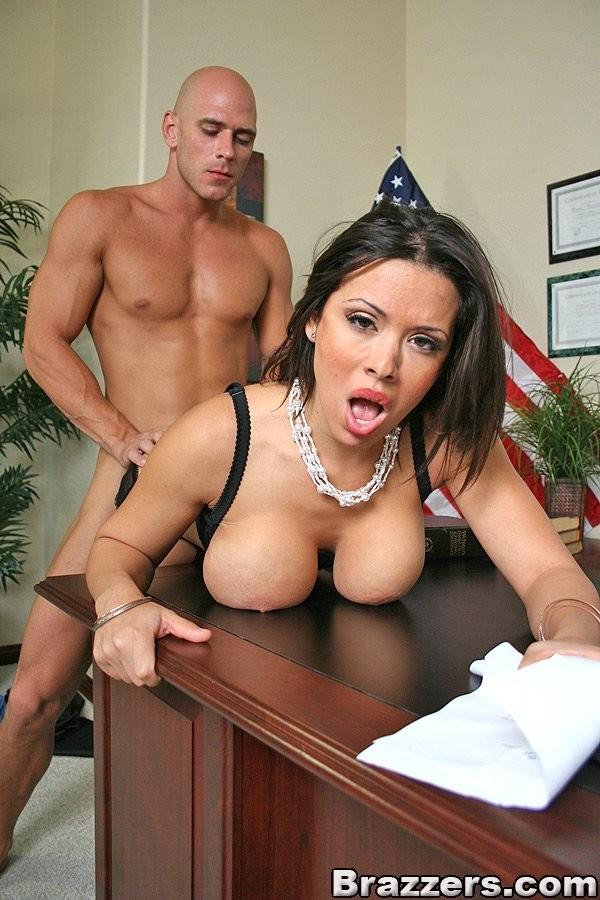 Порно выебал судью