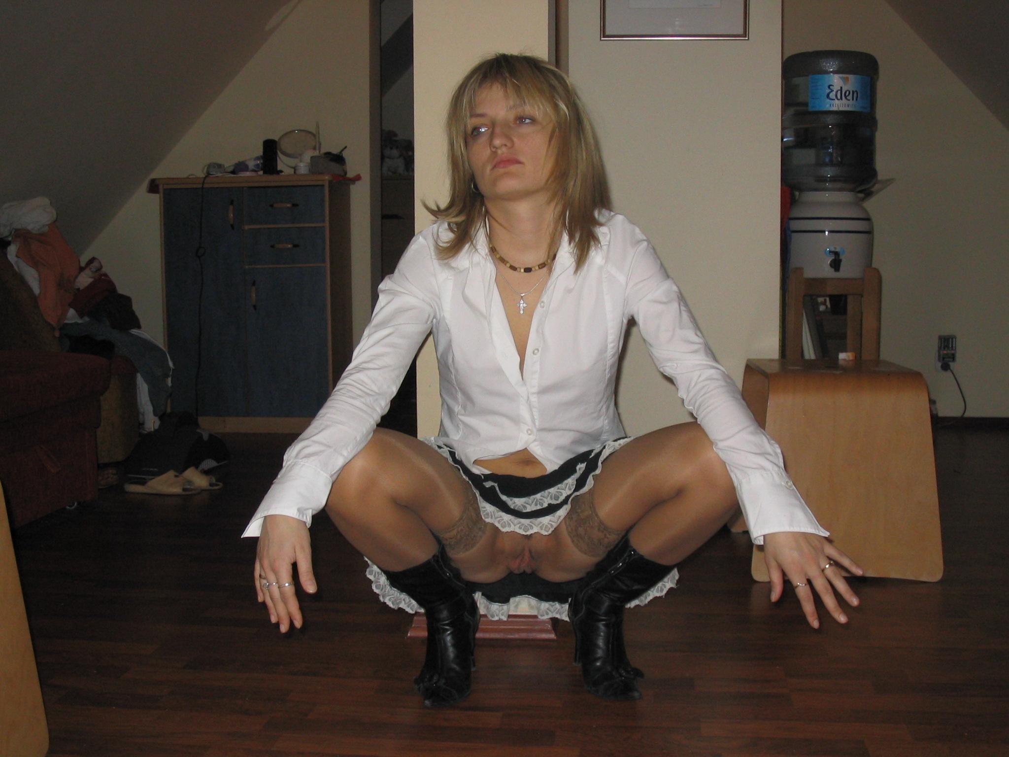 Эти развратные и похотливые представительницы слабого пола показывают дырки
