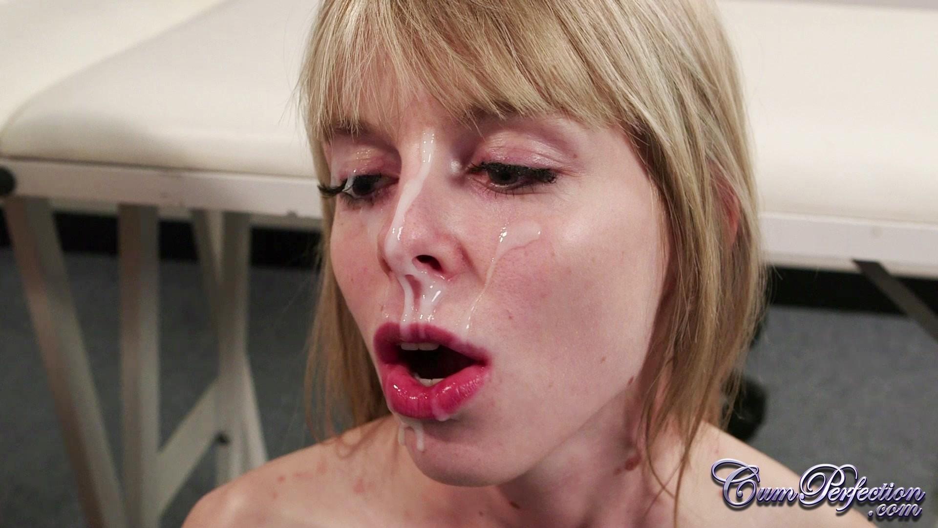 Юные лесбиянки с влажными щелками радуются сперме у них на лице