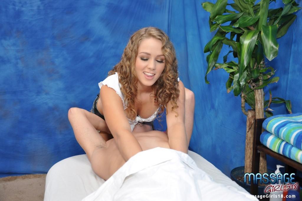 Опытная любовница делает эротический массаж своему клиентку, который платит неплохие деньги