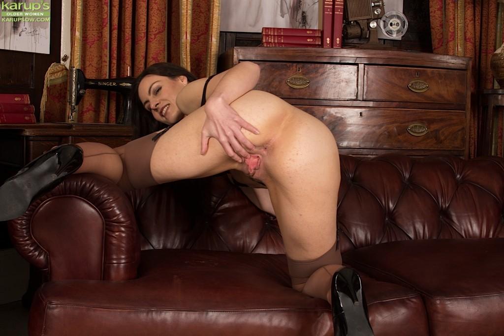 Мишель Кэн – сексуальная брюнетка, которая достаточно откровенно показывает свою фигурку
