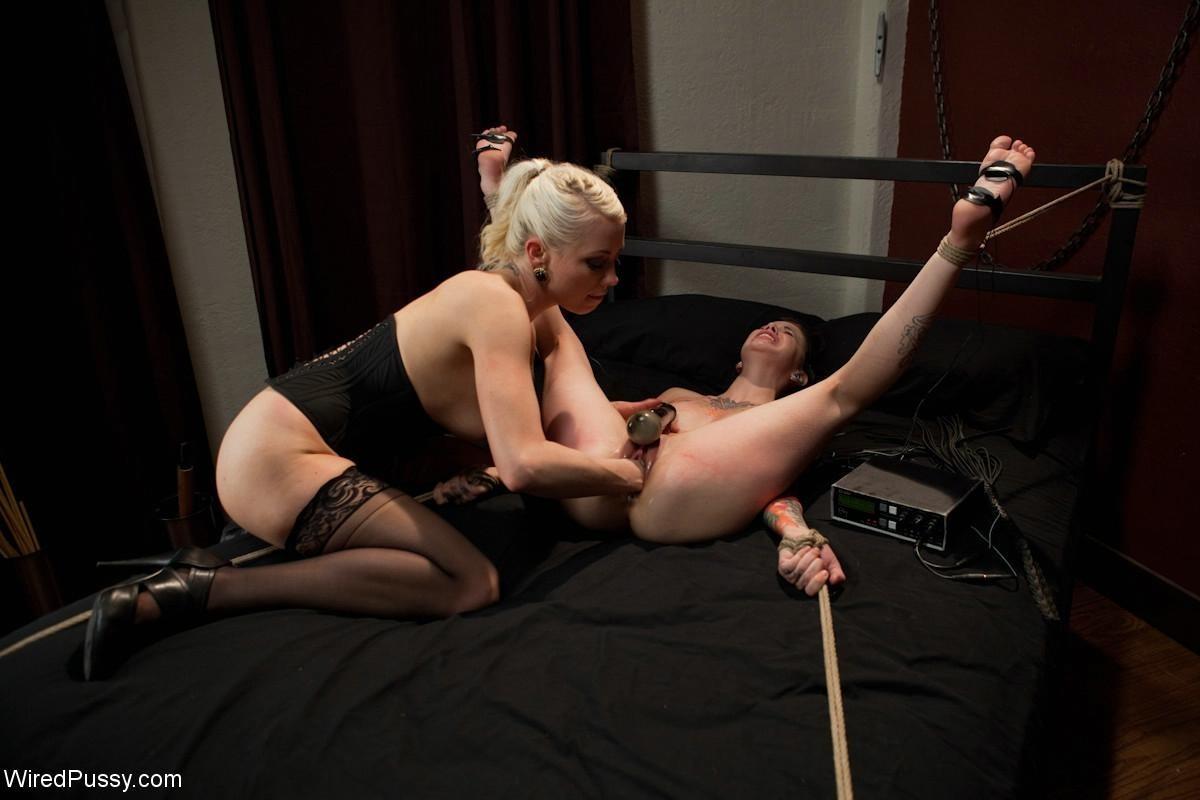 Криста Каос и Лорелей Ли пробуют нестандартные методы получения удовольствия