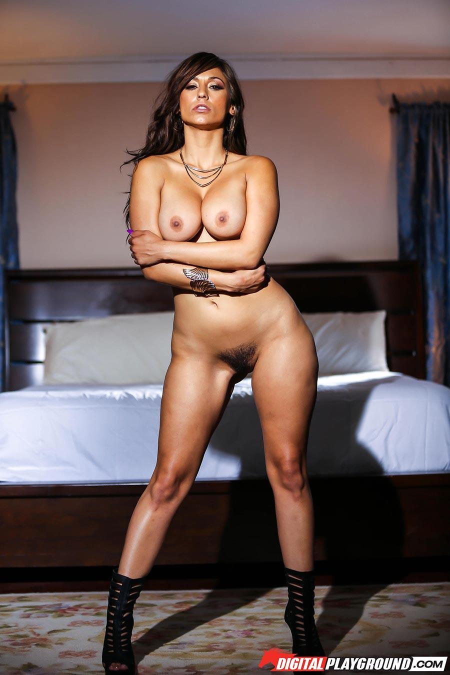 Рина Скай показывает свою шикарную, упругую грудь и раздвигает ножки, чтоб показать мохнатую киску