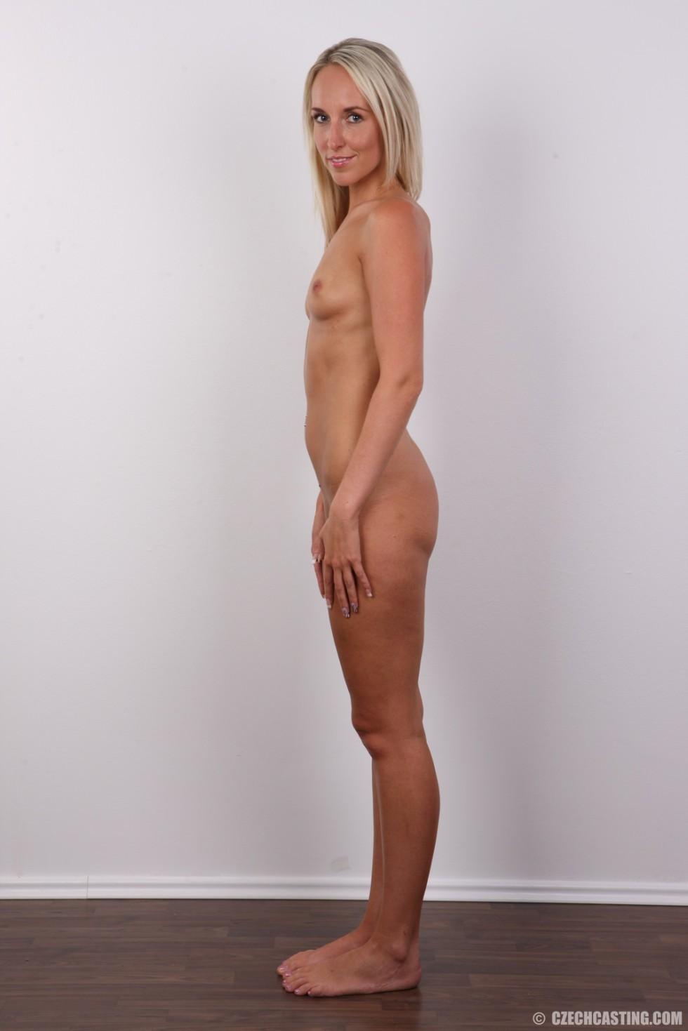 В чешском кастинге милая блондинка не стесняется себя показывать – ее стройное тело достойно похвалы