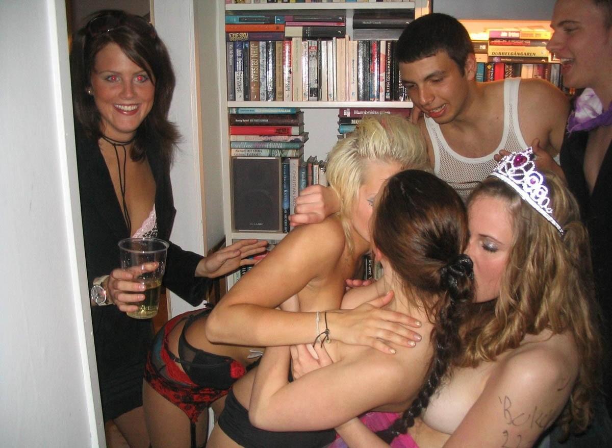 Пьяные студентки в общаге, Порно Секс в общаге -видео. Смотреть порно онлайн! 12 фотография