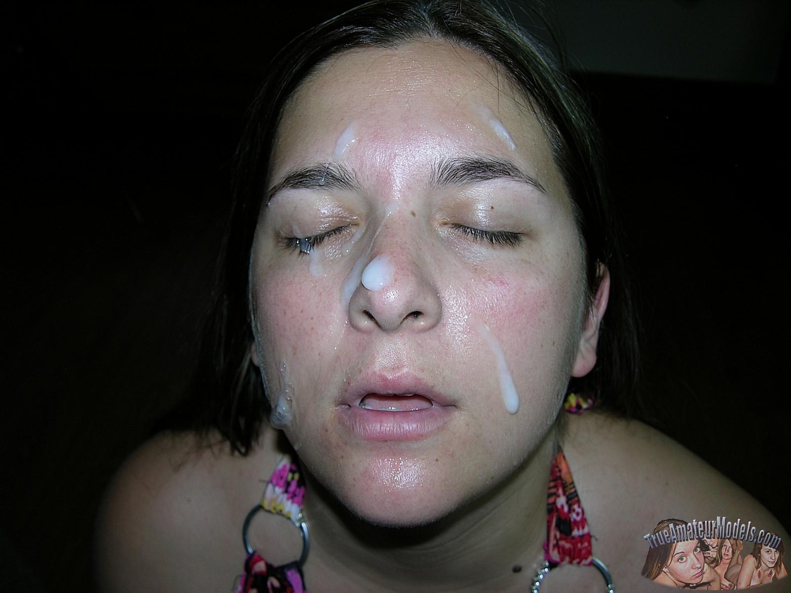 Рей Эдвардс трахнул в ротик пухлую телочку и кончил ей на лицо даже не попросив ее раздеться