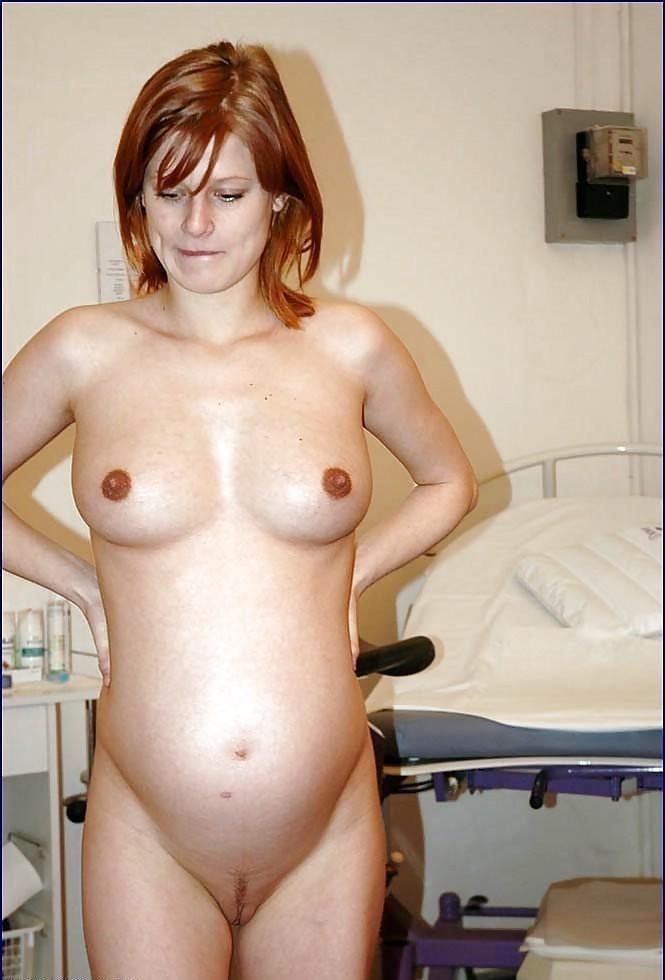Самые разные будущие мамочки показывают степень своей развратности, полностью раздеваясь перед камерой