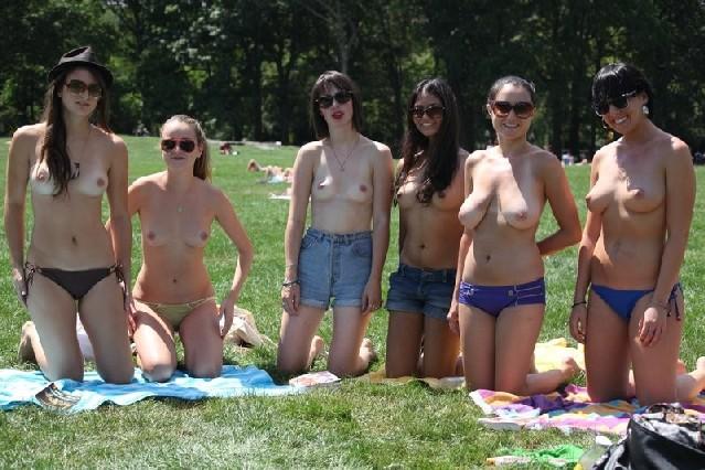 Группа студенток после универа сделали несколько эротических кадров