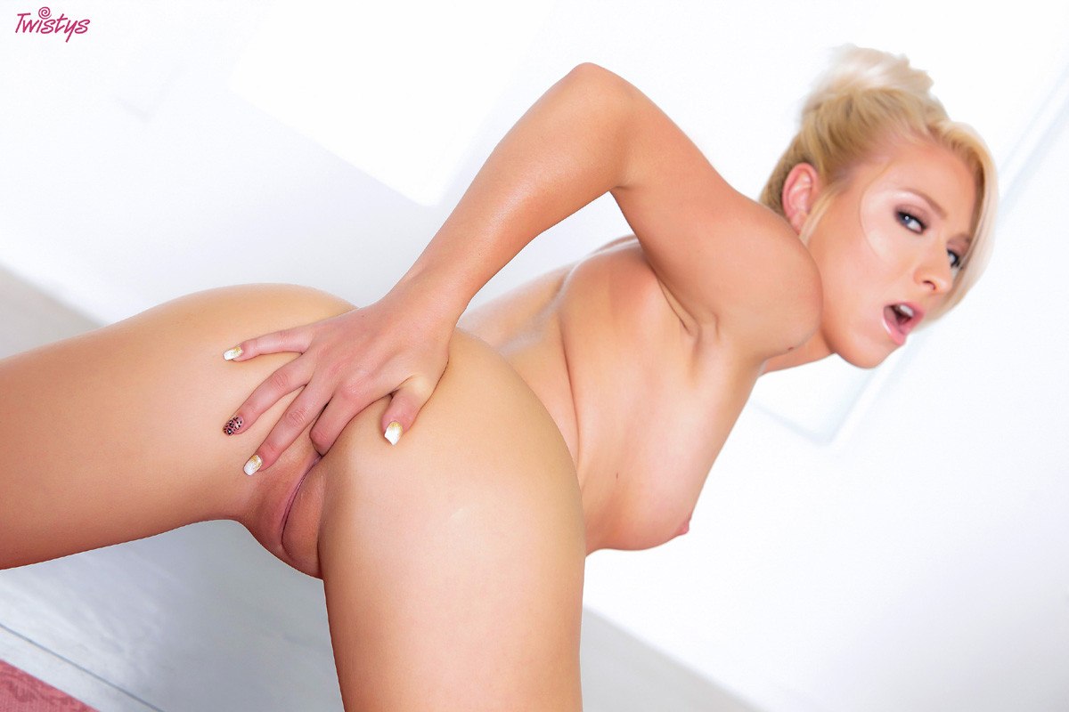 Кристал Шей занимается спортом, а заодно показывает прекрасное тело с идеальными изгибами