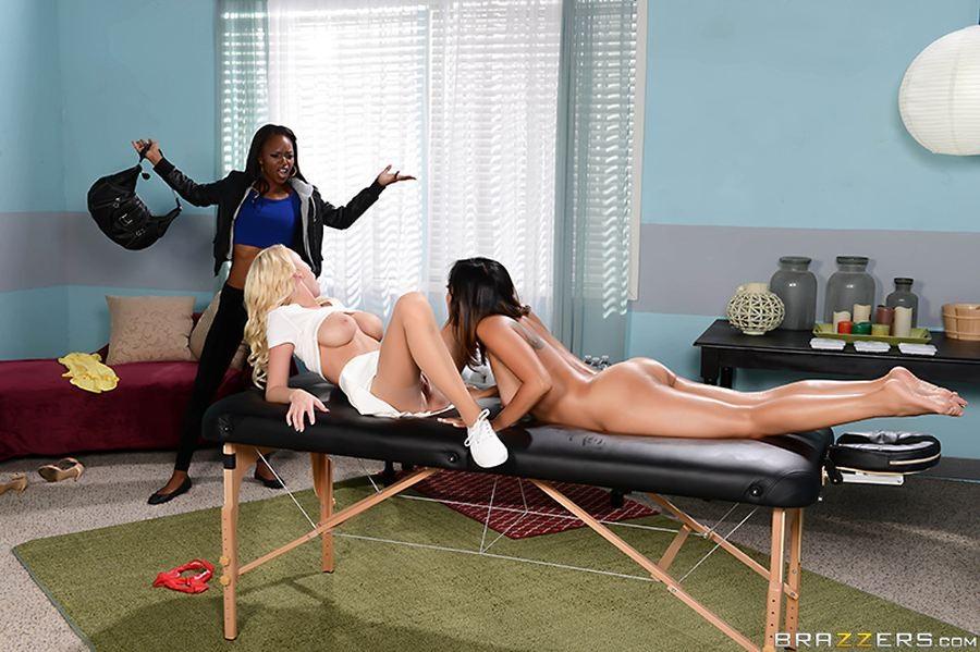 Мэдисон пришла к знаменитой массажистке, но она не ожидала что в кабинете ее трахнут две лесбиянки