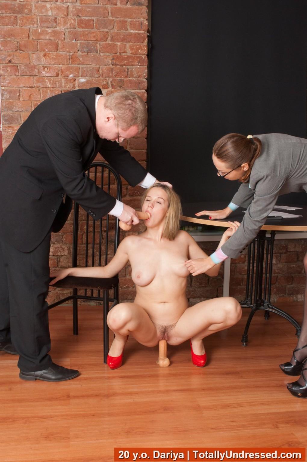 prilyudnoe-unizhenie-porno