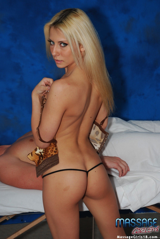 Крашеная блондинка работает в салоне эротического массажа, она пользуется особым спросом