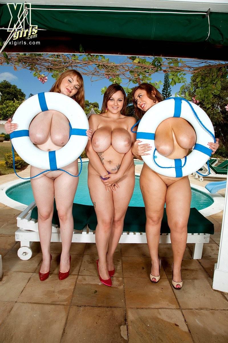 Три жирных, сисястых лесбиянки с налаждением ласкают друг друга в бассейне