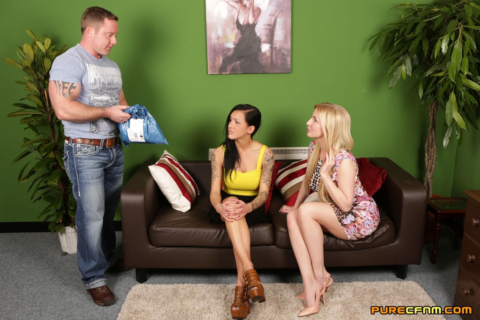 Лесбиянки делают страстный минет своему молодому парню который давно не чувствовал ласки