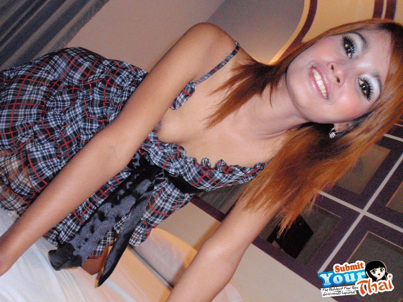 Парнишка пригласил в гостиничный номер молоденькую тайскую проститутку