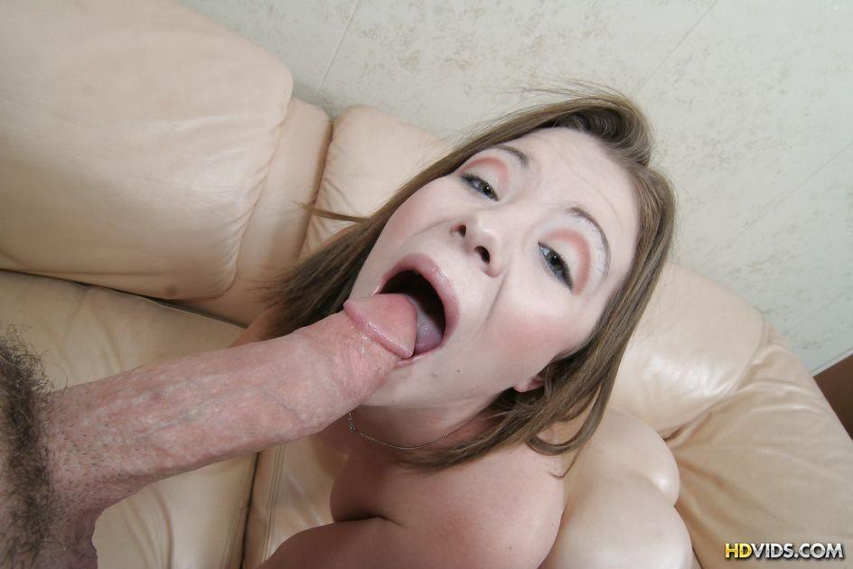 Девушка с большой глоткой в первый раз занимается анальным сексом