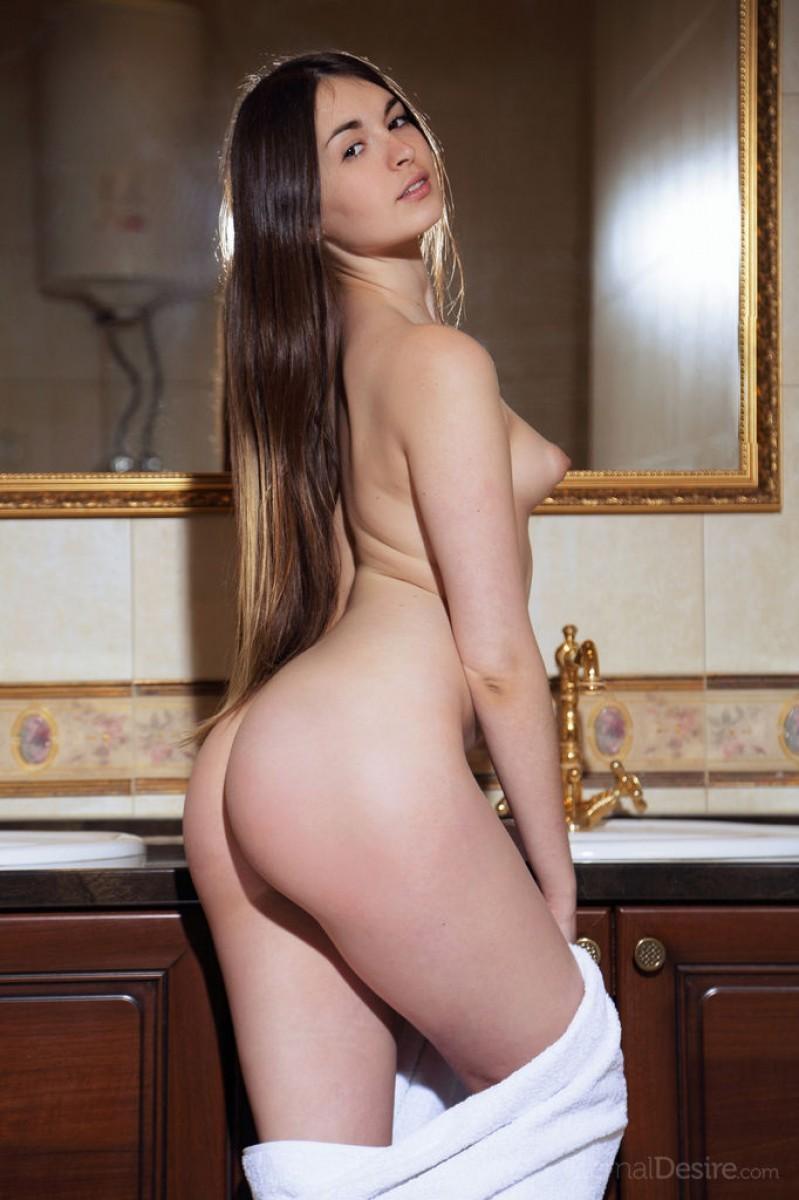 Лукки Лима поражает своей натуральной красотой - ее стройное тело понравится многим