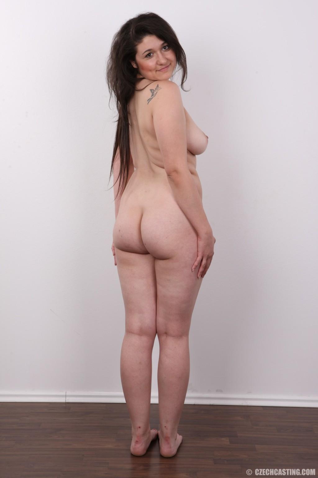 Барышня с прикольными грудями соснула большой черный пенис