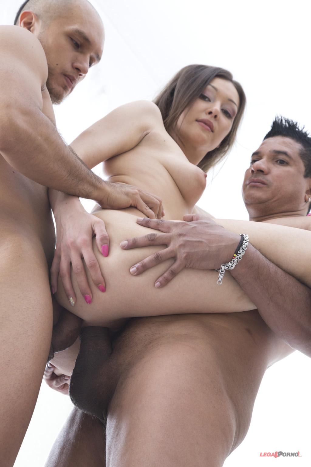 Дикий секс красивых телочек с молодыми пареньками которые их любят