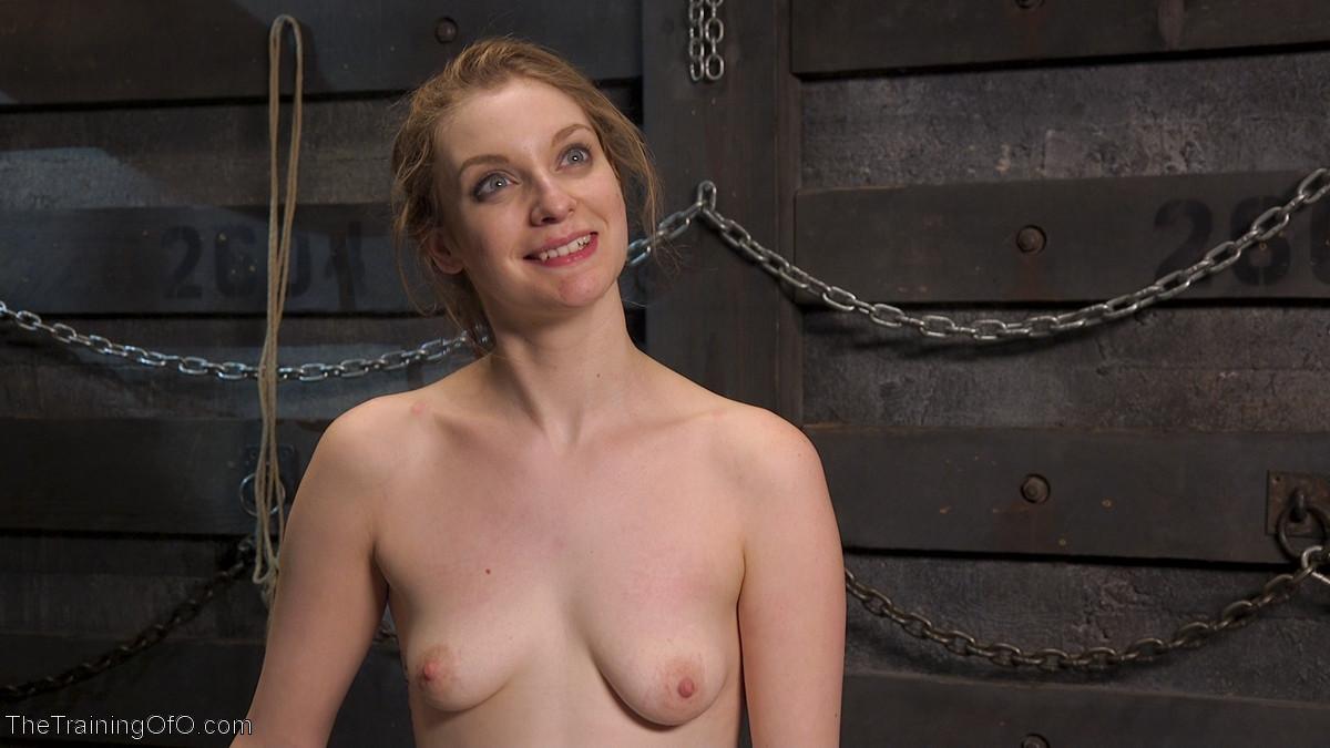 Жесткий извращенный трах во все дырочки очаровательной блондинки
