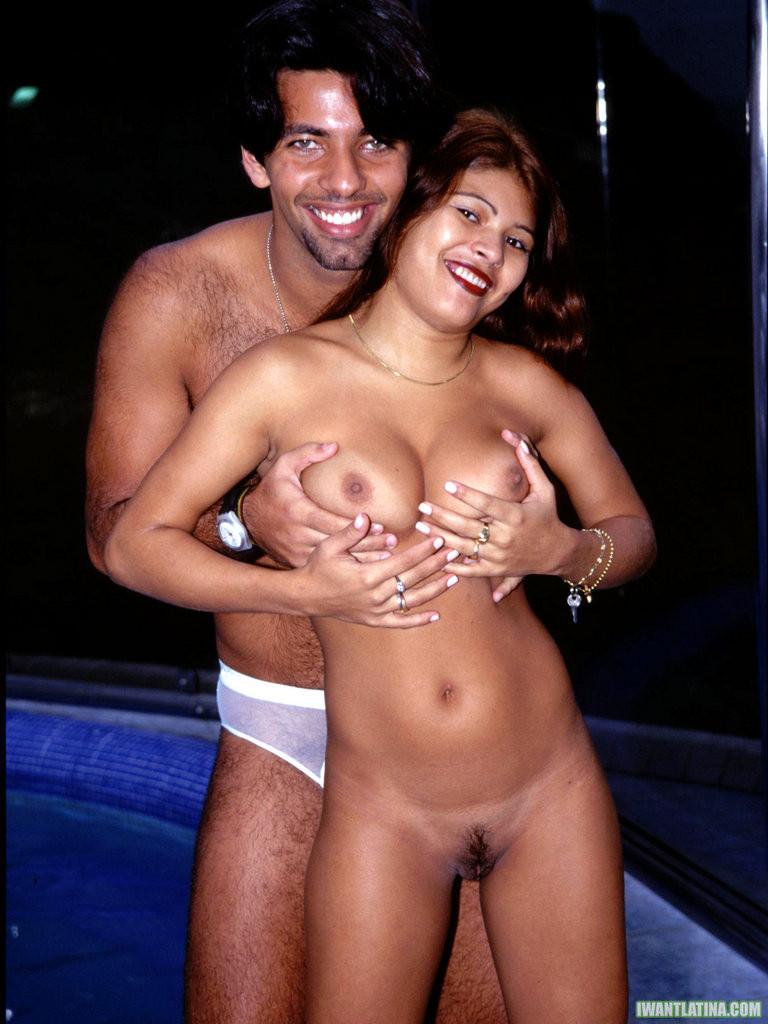 Классный трах латиноса с огромным членом и его сисястой подружкой с аккуратной пиздой