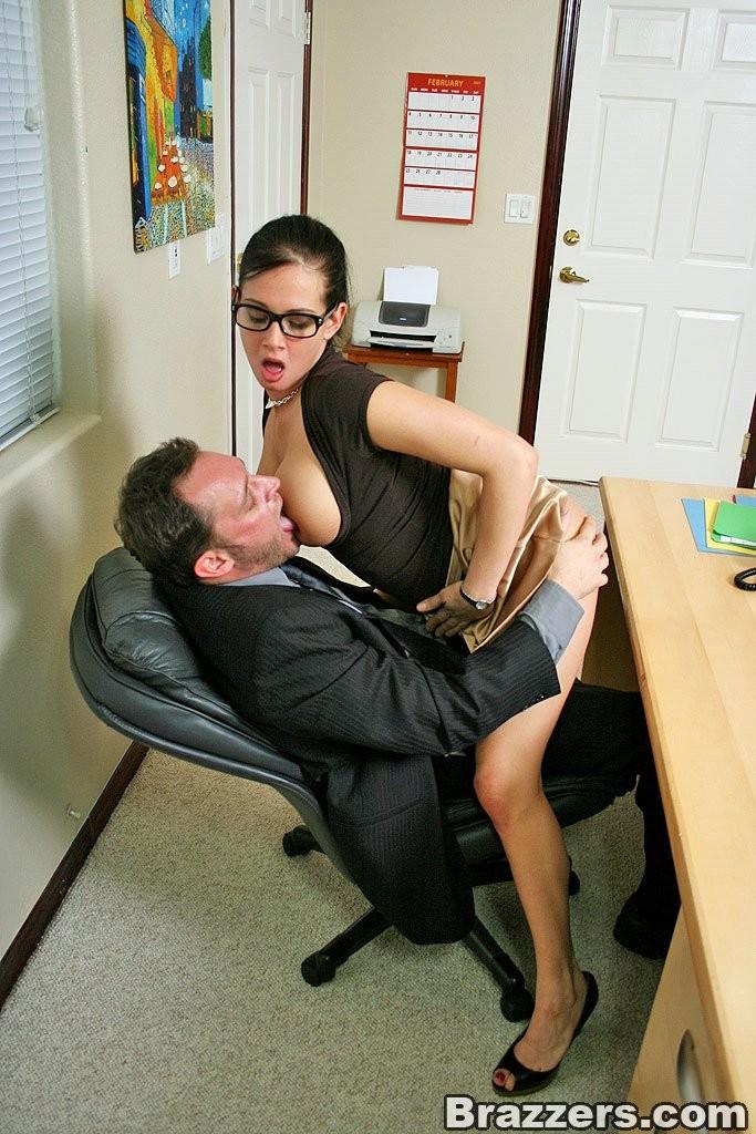 glavnaya-ssilka-video-seks-s-sekretarshey