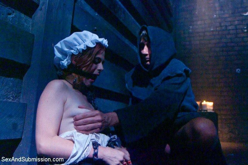 Телку отводят в подвальное помещение и связывают руки за спиной, ее ждет особенная ночь с элементами БДСМ