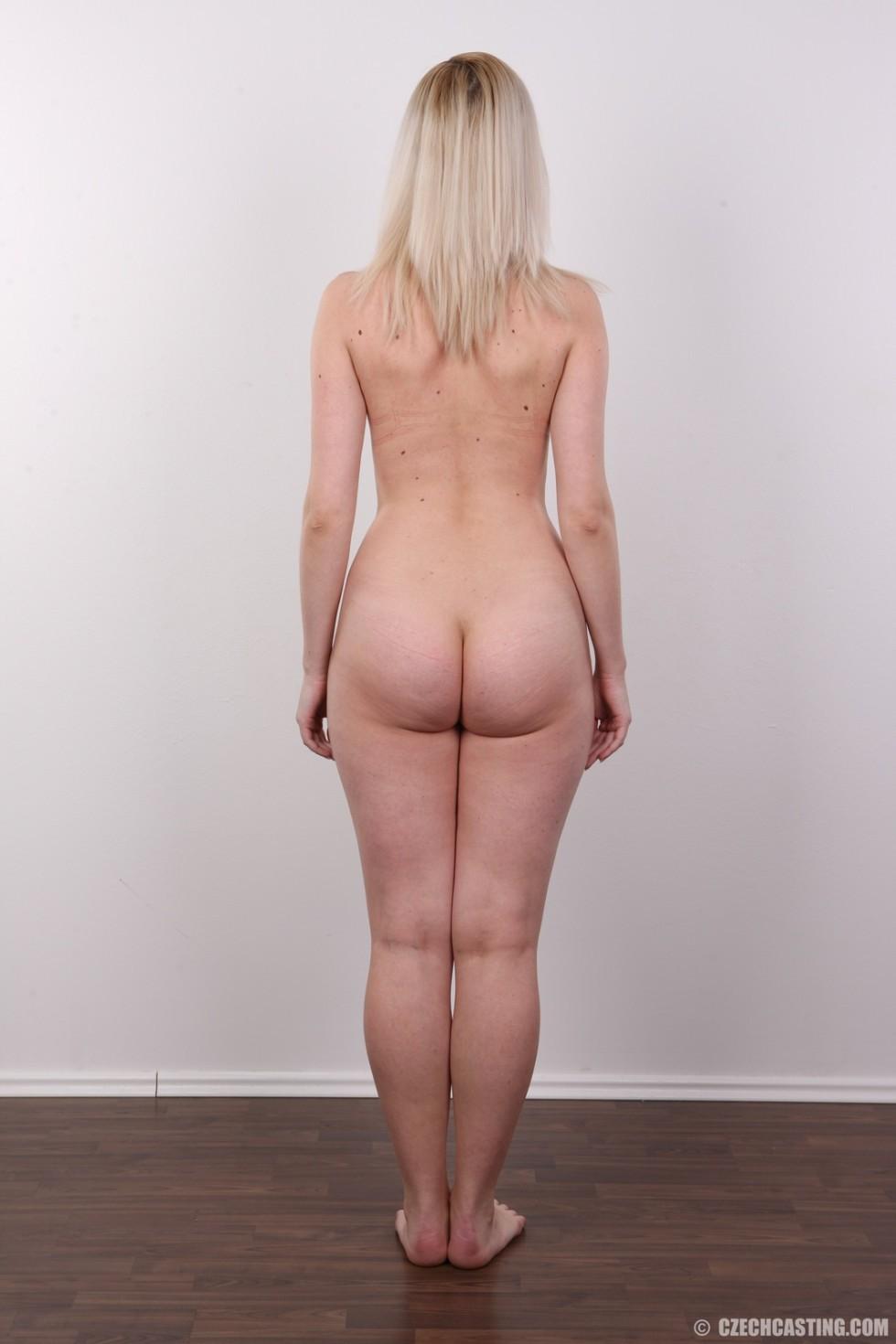 Кастинг с привлекательной блондинистой девушкой
