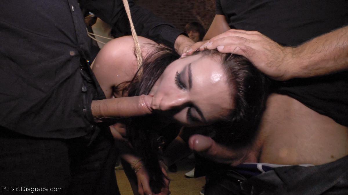 Смелые девушки готовы сделать многое, лишь бы получить качественное удовольствие от секса