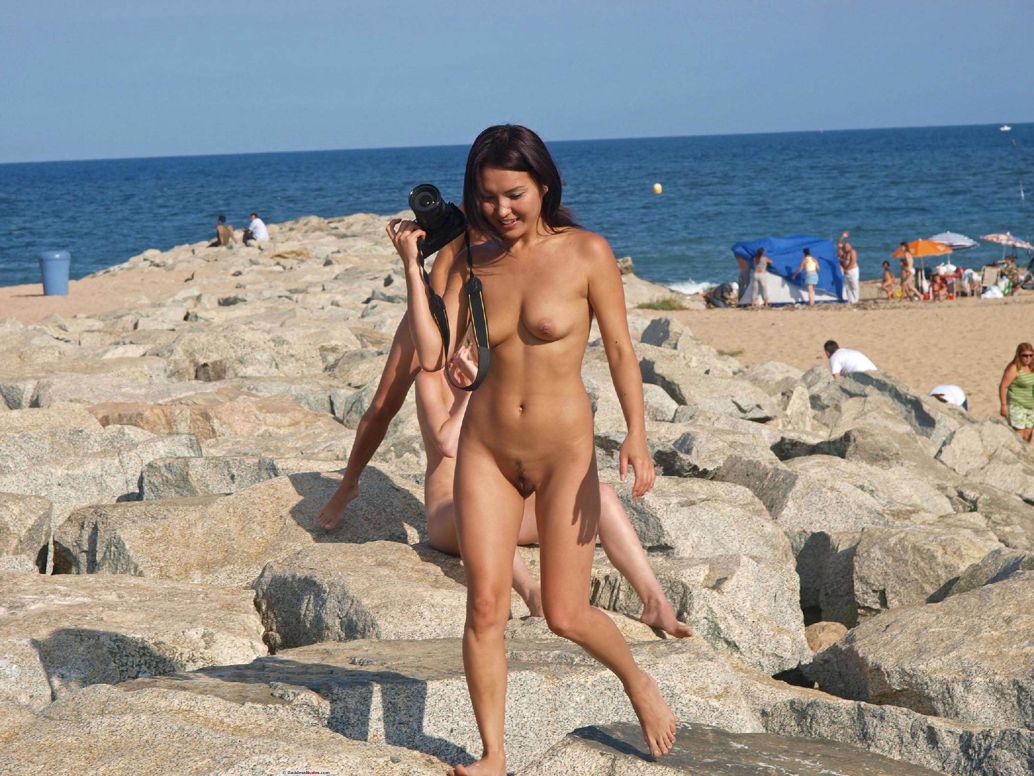 Голые на пляже играют в волейбол, тетя голая русское видео