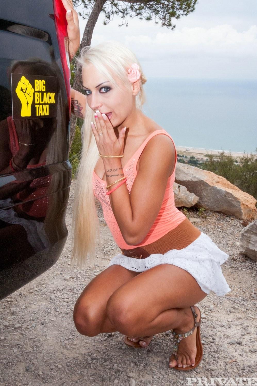 Опытная проститутка сделала мексиканцу глубокий минет своим маленьким ртом