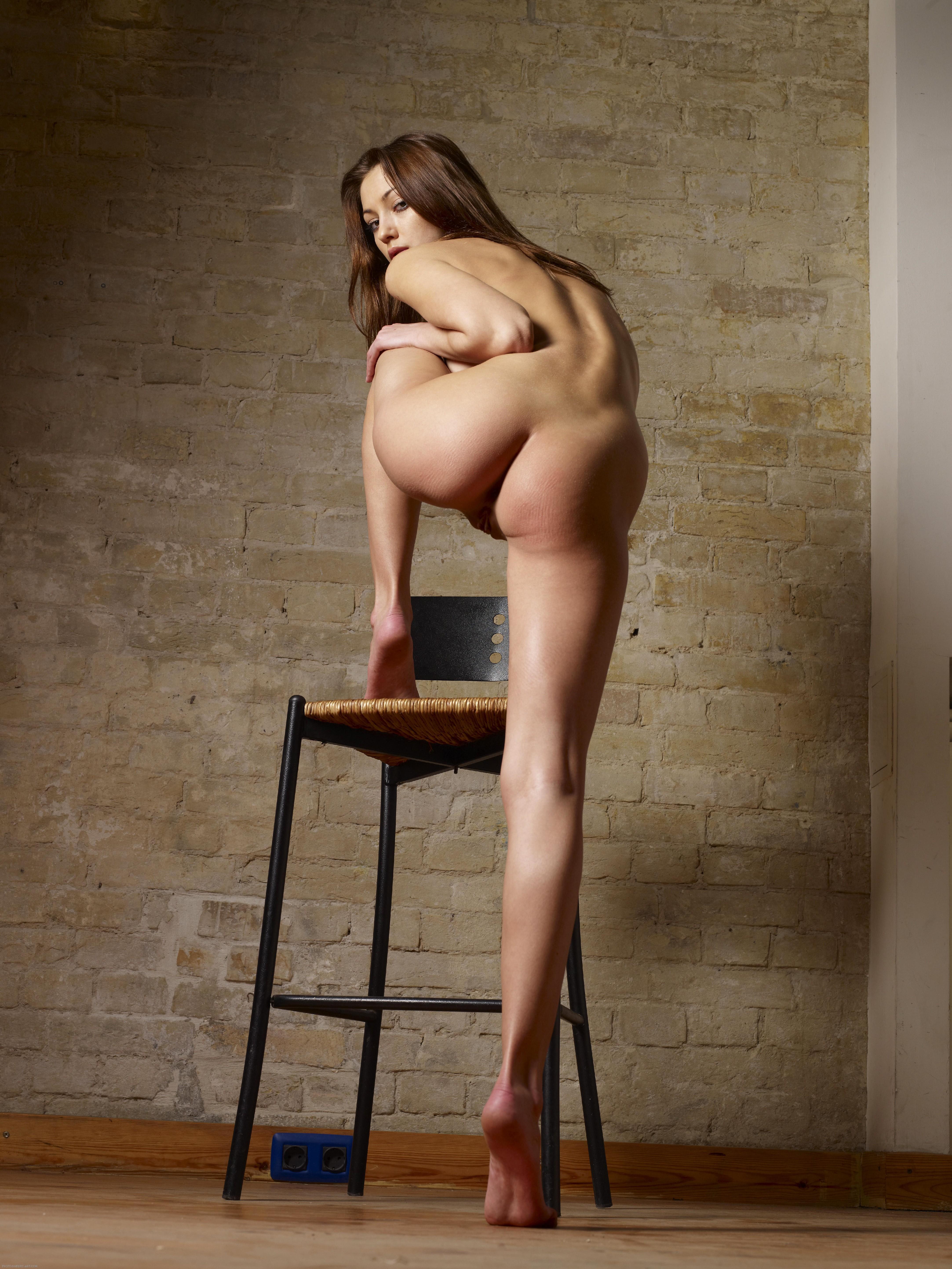 Красивые модели с классными фигурами показывают свои нежные попки