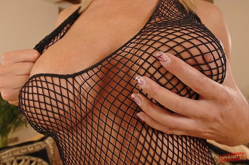 Блондинка дает своему парню в задний проход, она любит анальный секс и стонет от удовольствия