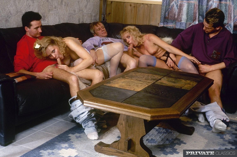 Ретро-снимки приоткроет занавес секса в восьмидесятых – даже тогда умели разнообразить половую жизнь