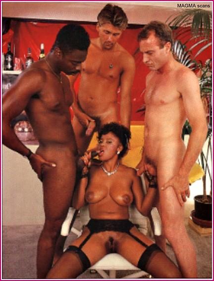Дженни Пеппер оказывается между несколькими членами и старается каждому из них угодить